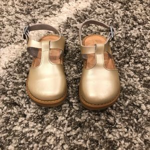 Freshly Picked Gold Clogs, 7T